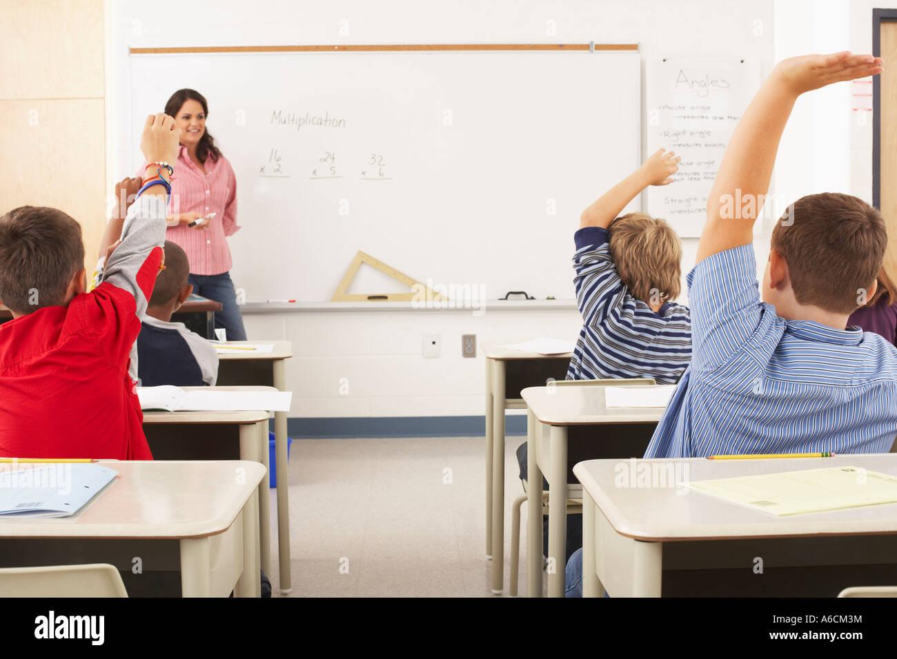 Les élèves et l'enseignant en salle de classe Banque D'Images