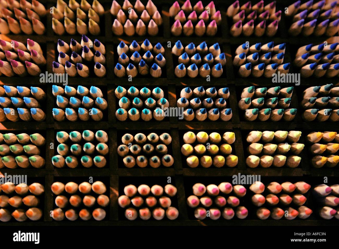 Tri de couleur crayons de couleur farblich Buntstifte sortierte Banque D'Images