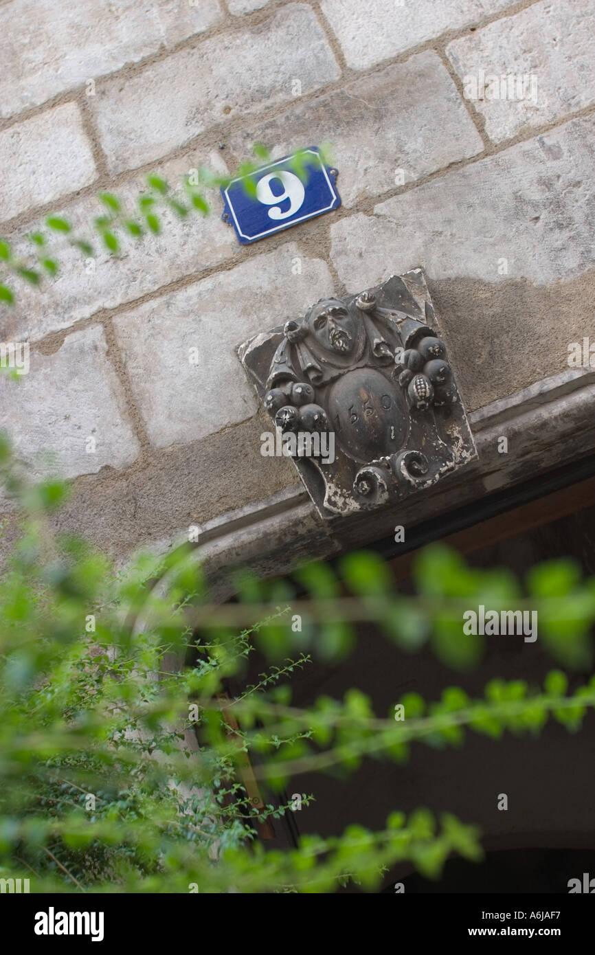 En date du 1550 Keystone au-dessus de la porte Chalon Sur Saone France Photo Stock