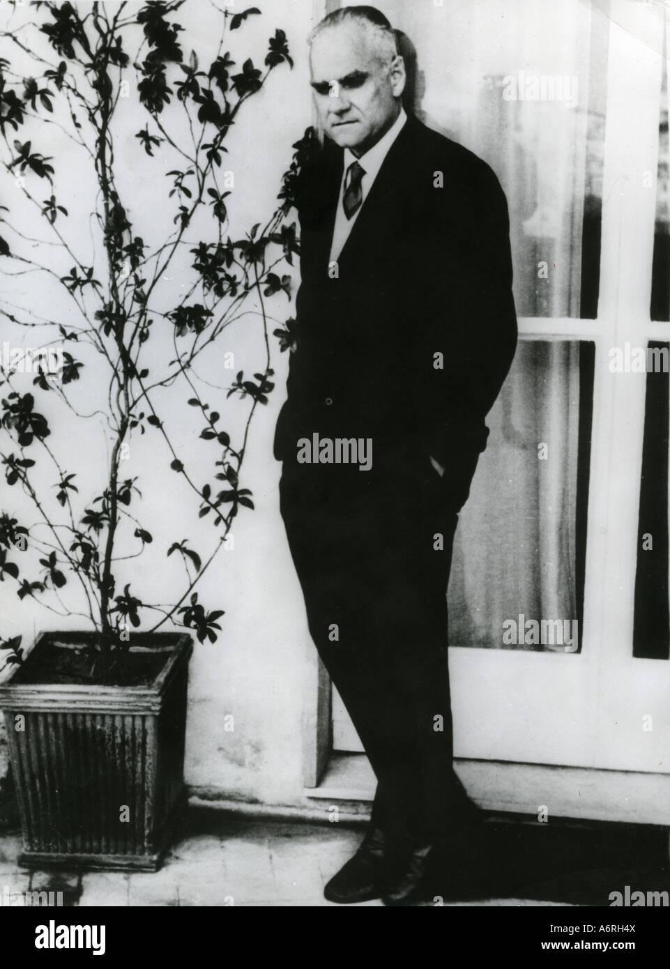 Moravia, Alberto, 28.11.1907 - 26.9.1990, l'écrivain italien/auteur, pleine longueur, 1960, nom de naissance: Alberto Banque D'Images