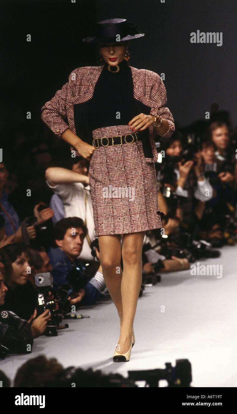 La mode, les années 1980, le mannequin, portant costume, pleine longueur, 7f5b740ee05