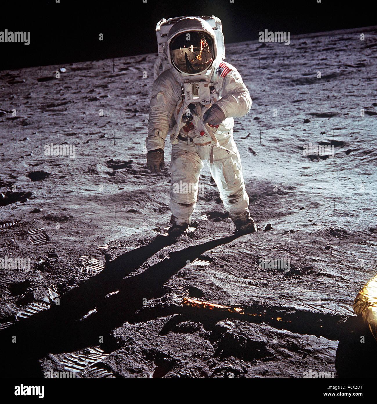 L'astronaute Neil Armstrong photographié sur la lune comme commandant de mission de l'alunissage d'Apollo 11 le Banque D'Images