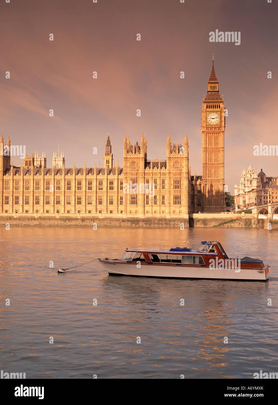Chambres du Parlement et de la Tamise Westminster Londres Angleterre Royaume-Uni Europe Photo Stock