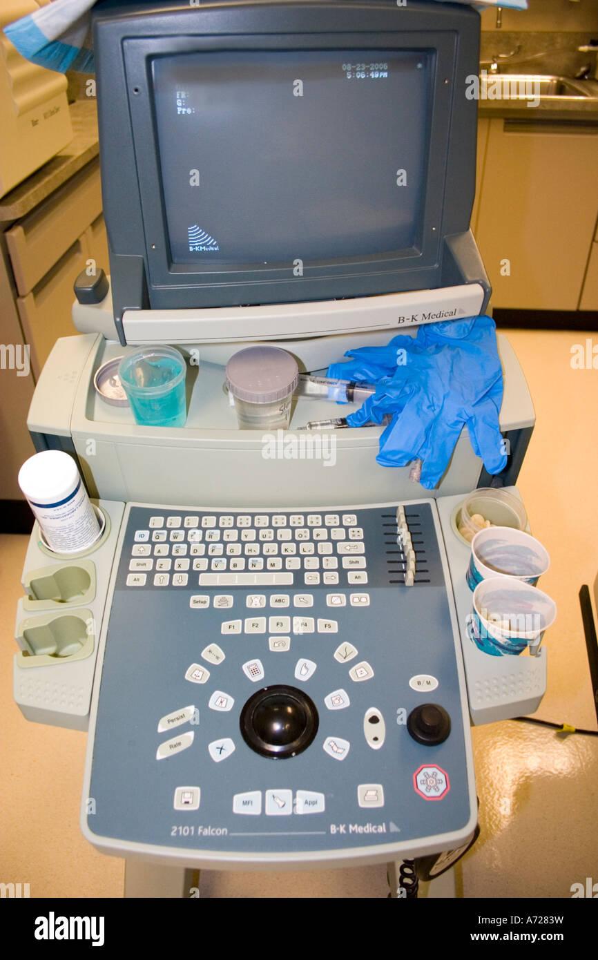 Ordinateur utilisé dans l'évaluation de la biopsie de la prostate. Edina Minnesota USA Photo Stock