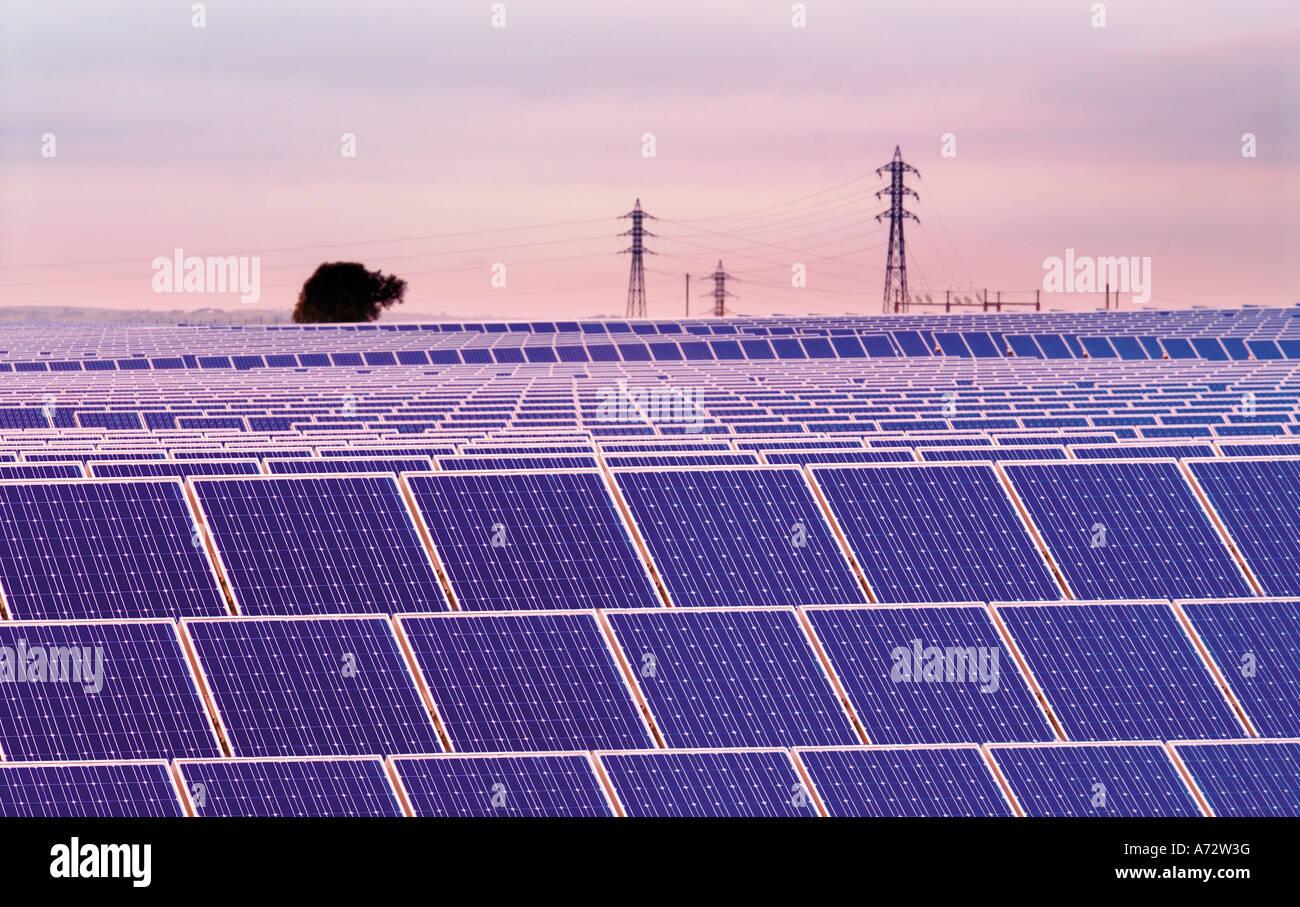 Les cellules solaires dans le plus grand parc solaire d'Europe, Brinches, Serpa, Alentejo, Portugal Photo Stock