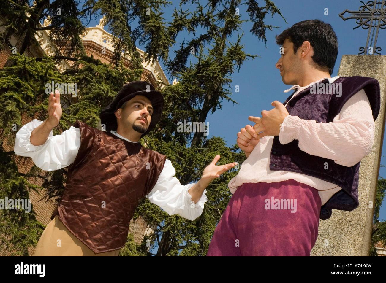 Les acteurs de la performance des trains Cervantes dans Bernardas Square ALCALA DE HENARES Communauté autonome de Banque D'Images