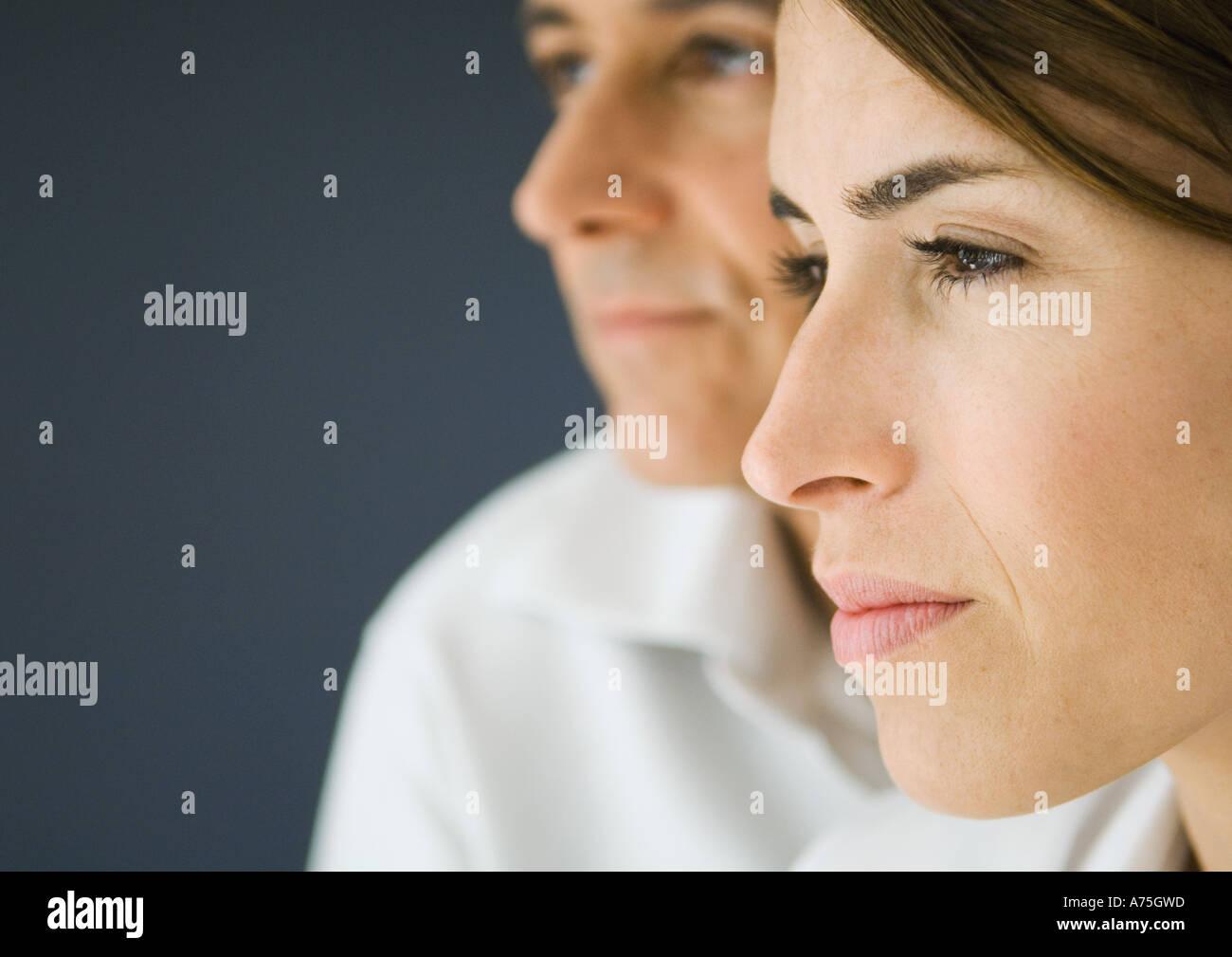 En couple, en vue latérale, close-up Banque D'Images