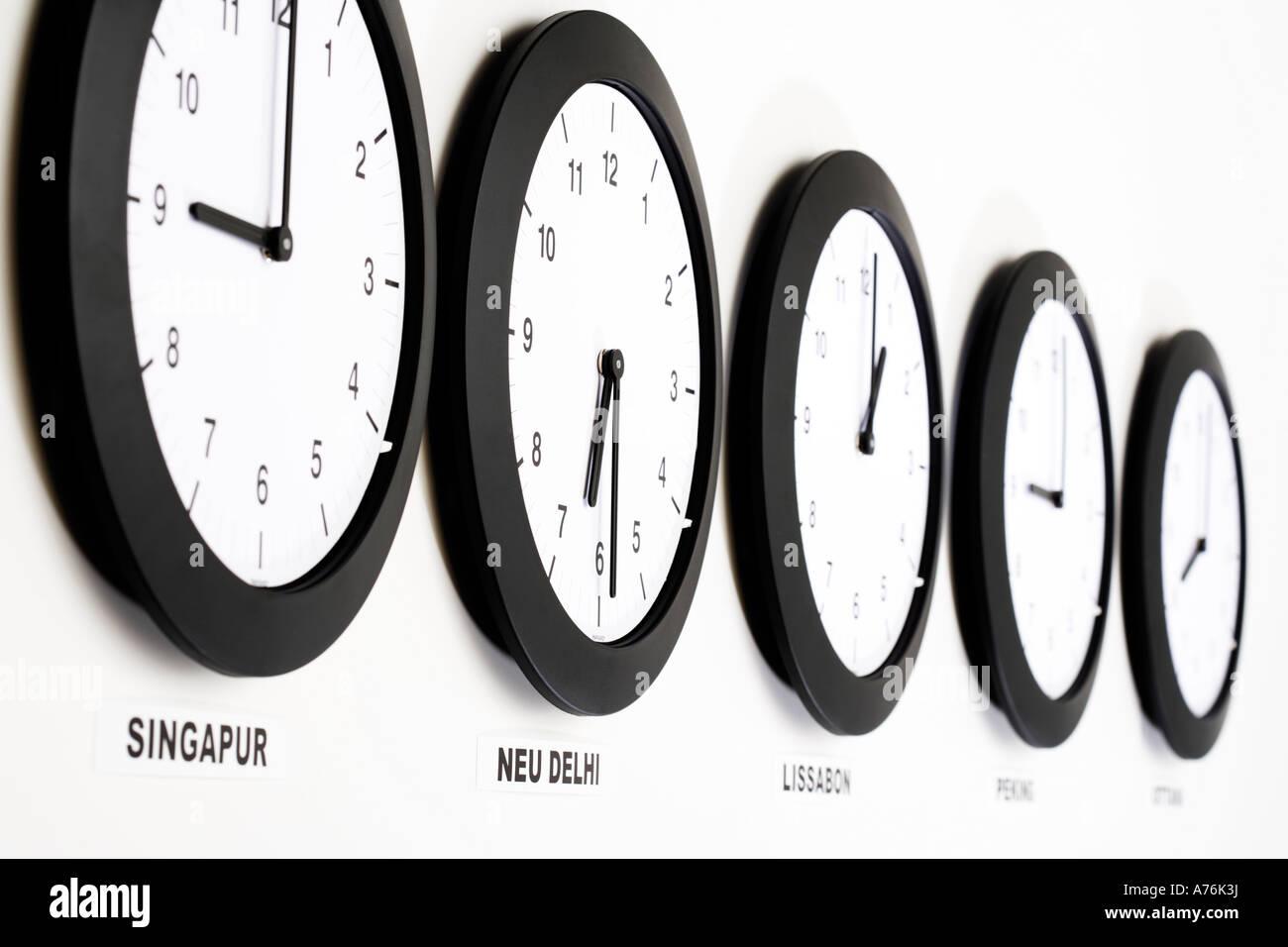 Horloges de mur, fermer, haut, symbole de l'heure de Greenwich Photo Stock