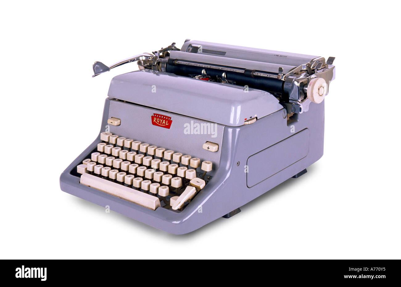 Gris rétro années 50 machine à écrire sur un fond blanc, pur. Photo Stock