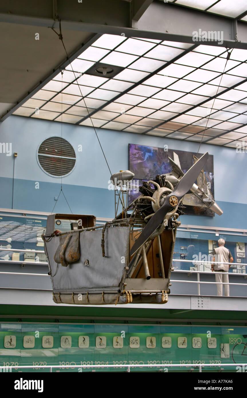 Airship en gondole à la Musée Technique National dans le district de Holesovice Prague République Tchèque Photo Stock