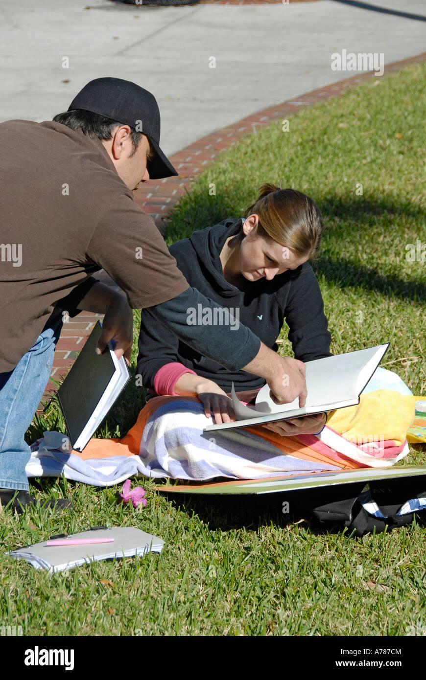 Les élèves étudient sur le campus de l'Université de Tampa situé dans la ville de Tampa Photo Stock