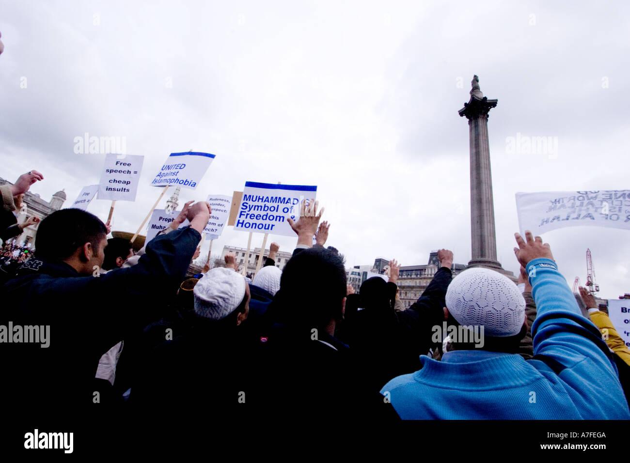 Les caricatures danoises au manifestant musulmans réunis à Trafalgar Square Banque D'Images