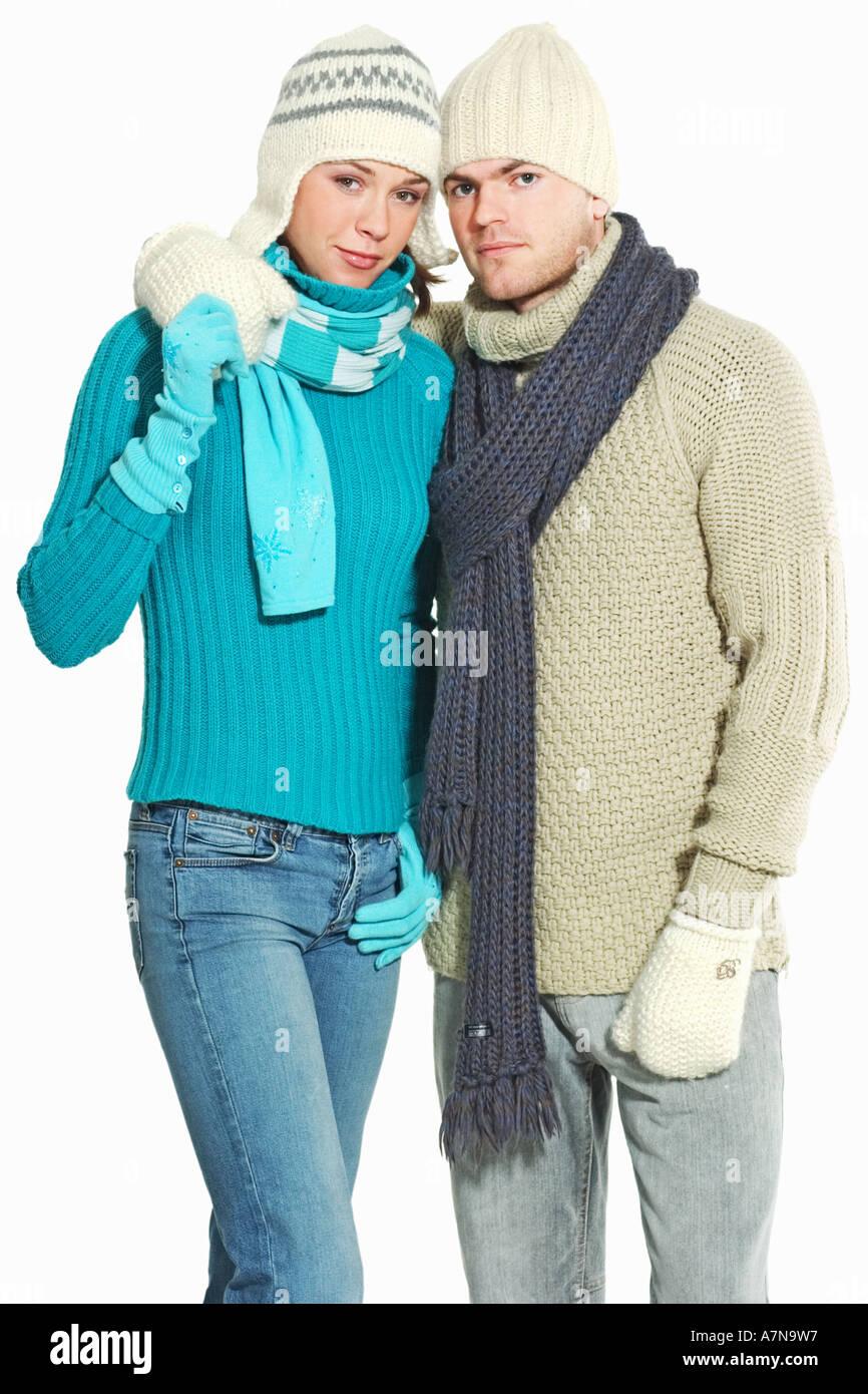Hiver studio jeune homme femme couple 25 30 Gants Gant écharpe pour homme  sweatres fashion jeans pantalon bleu câlin amour aujou 49cbdb88ac0