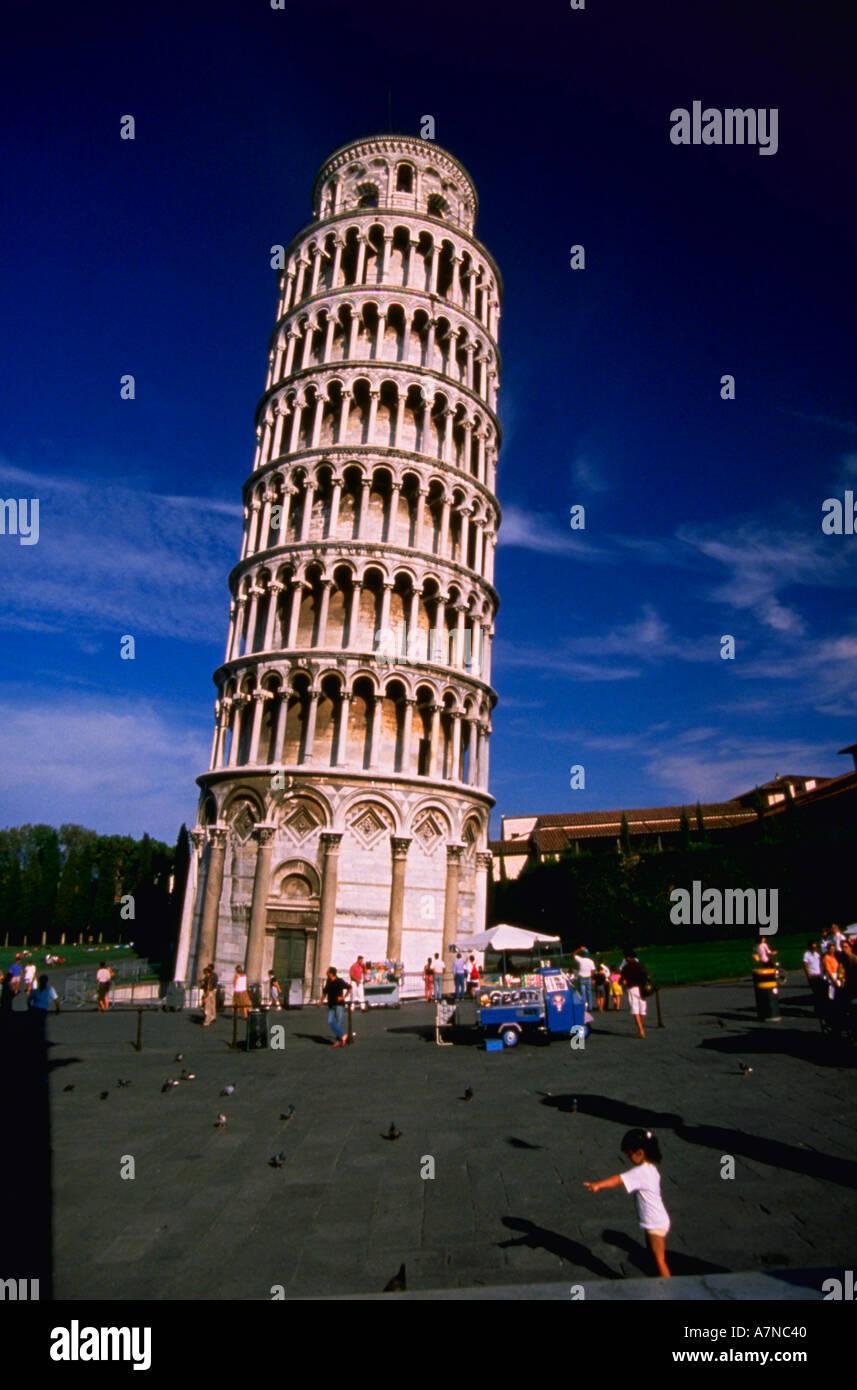 Tour de Pise ITALIE AVEC LES TOURISTES Photo Stock