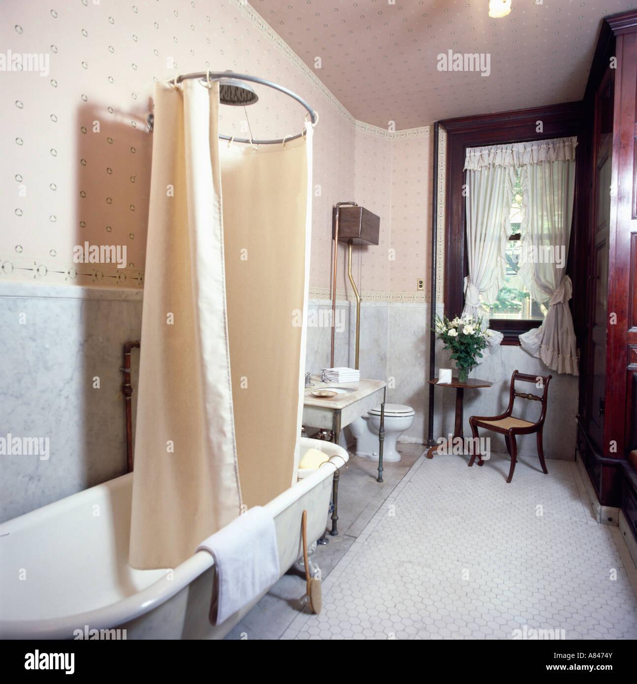 Couvercle cylindrique autostable baignoire avec rideau de douche sur ...