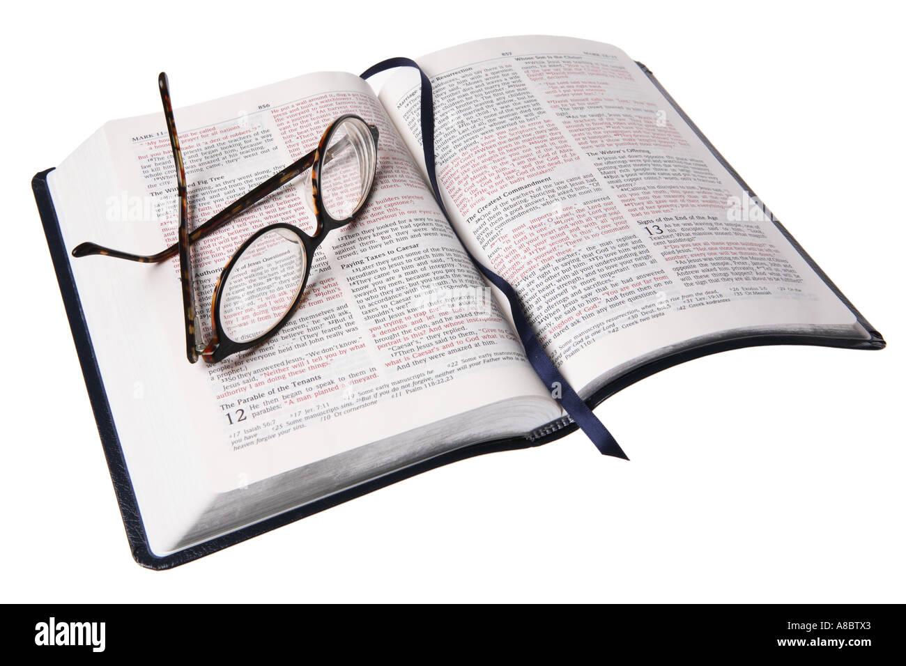 Bible et lunettes de lecture Banque D'Images