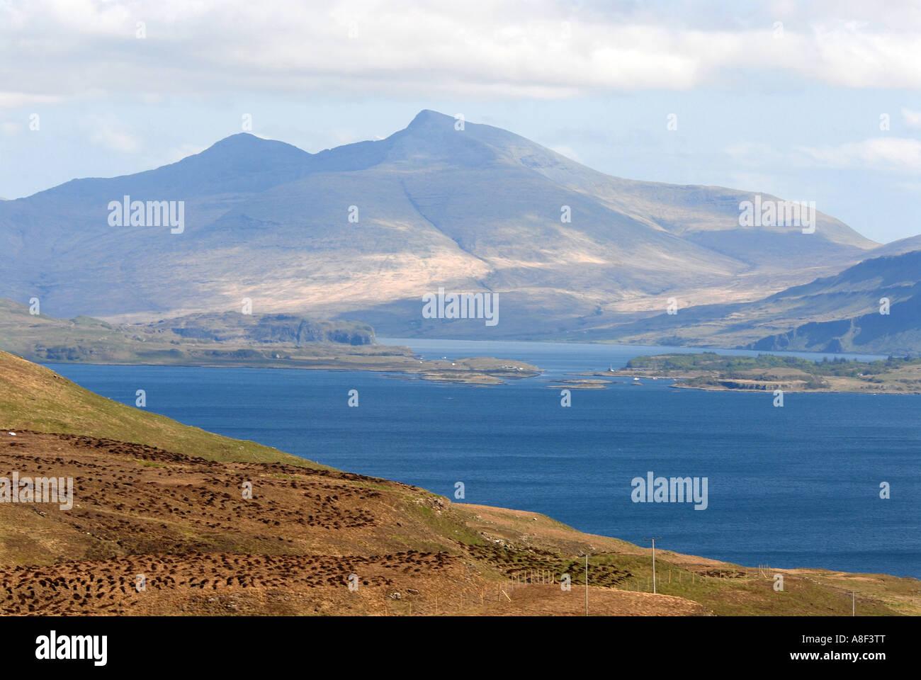Ben Plus de la plus haute montagne sur l'île de Mull à 966 mètres et le Loch Tuath. Photo Stock
