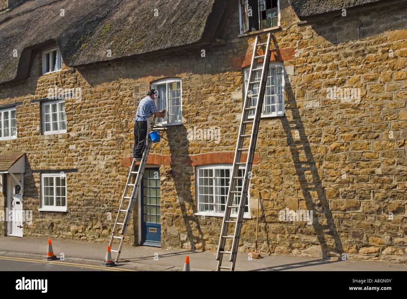 Peinture décorateur chaumière, Abbotsbury, Dorset, UK. Photo Stock