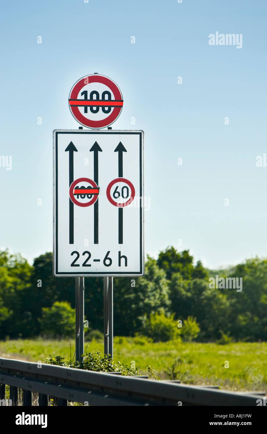 autoroute allemande 39 heure limite de vitesse d pendante lane sign restrictions allemagne europe. Black Bedroom Furniture Sets. Home Design Ideas