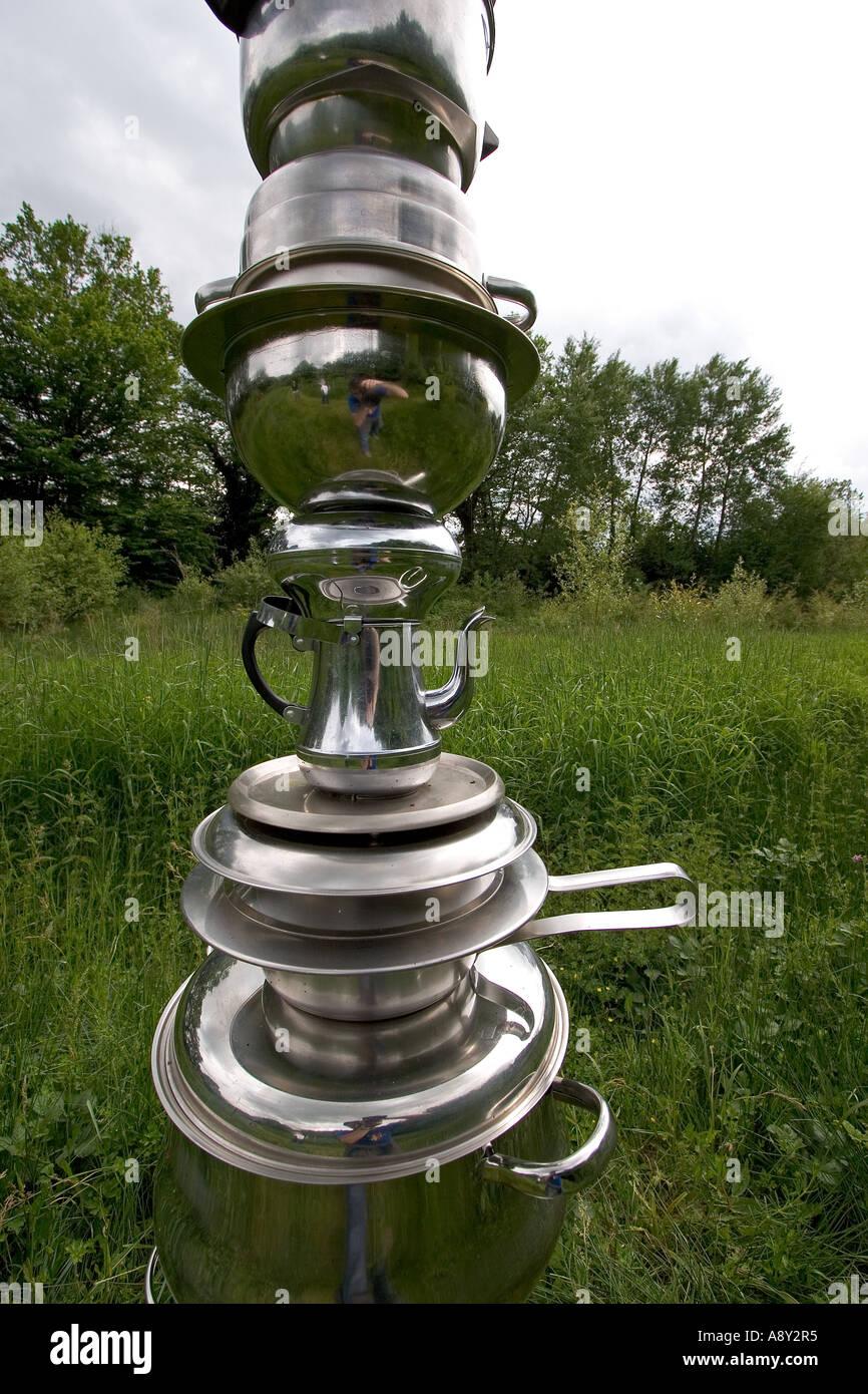 La sculpture contemporaine dans les jardins artistiques de Drulon. La Sculpture contemporaine dans les jardins artistiques de Drulon Photo Stock