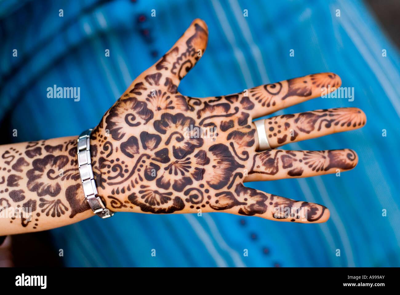 Henna body art berbère sur la place principale de la Place Djemaa El Fna à Marrakech Maroc Photo Stock