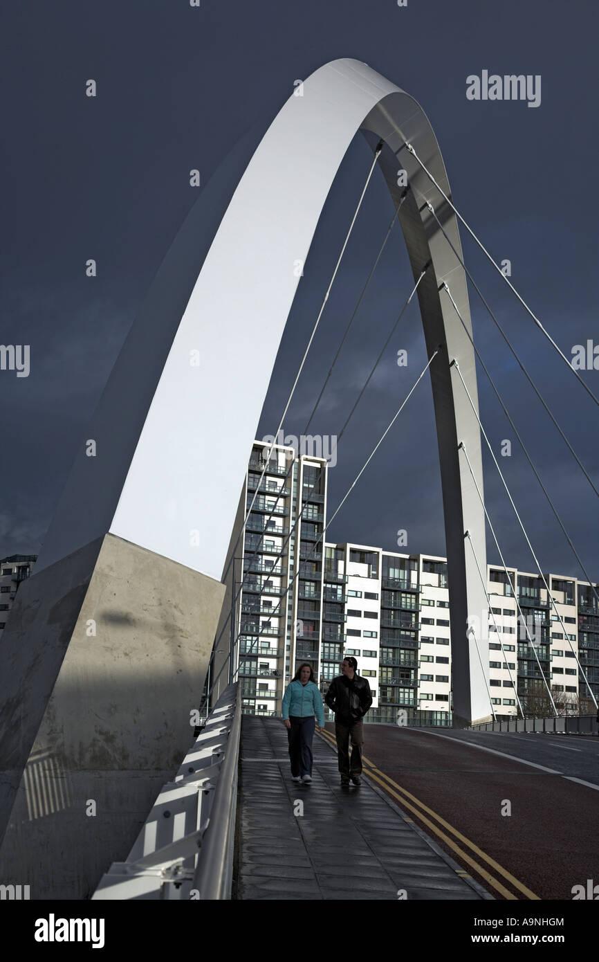 Le Clyde Arc connu localement comme le pont aux, Glasgow, Écosse. Banque D'Images