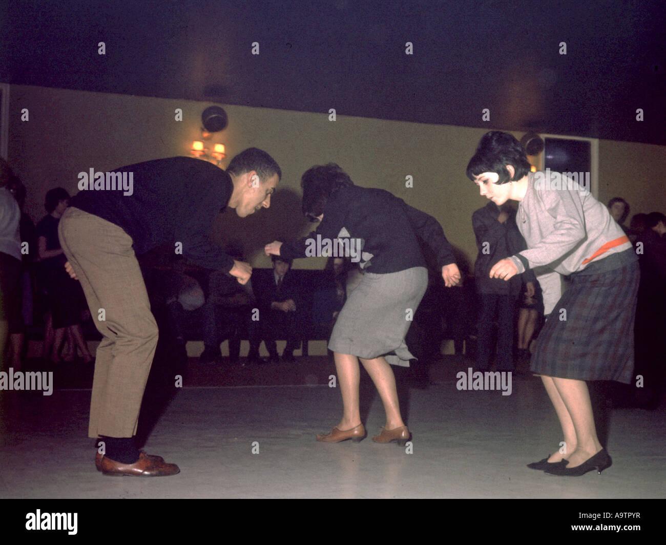MOD danseurs dans une salle de danse de Londres en 1963 Photo Stock