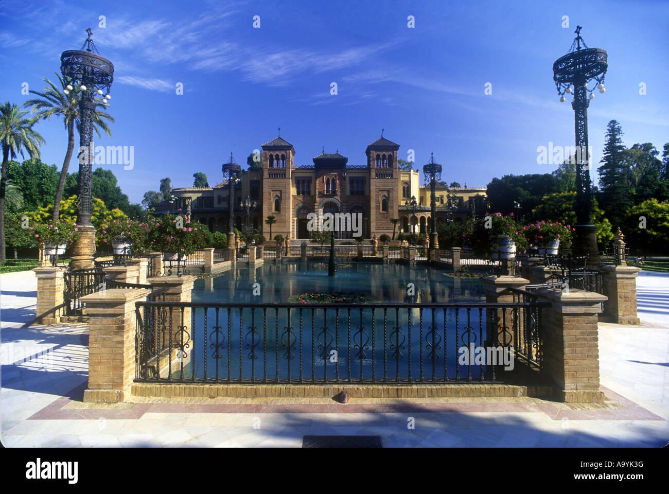 Pavillon MUDÉJAR FOUNTAIN PLAZA DE LAS AMERICAS PARQUE MARIA LUISA Séville Andalousie Espagne Banque D'Images