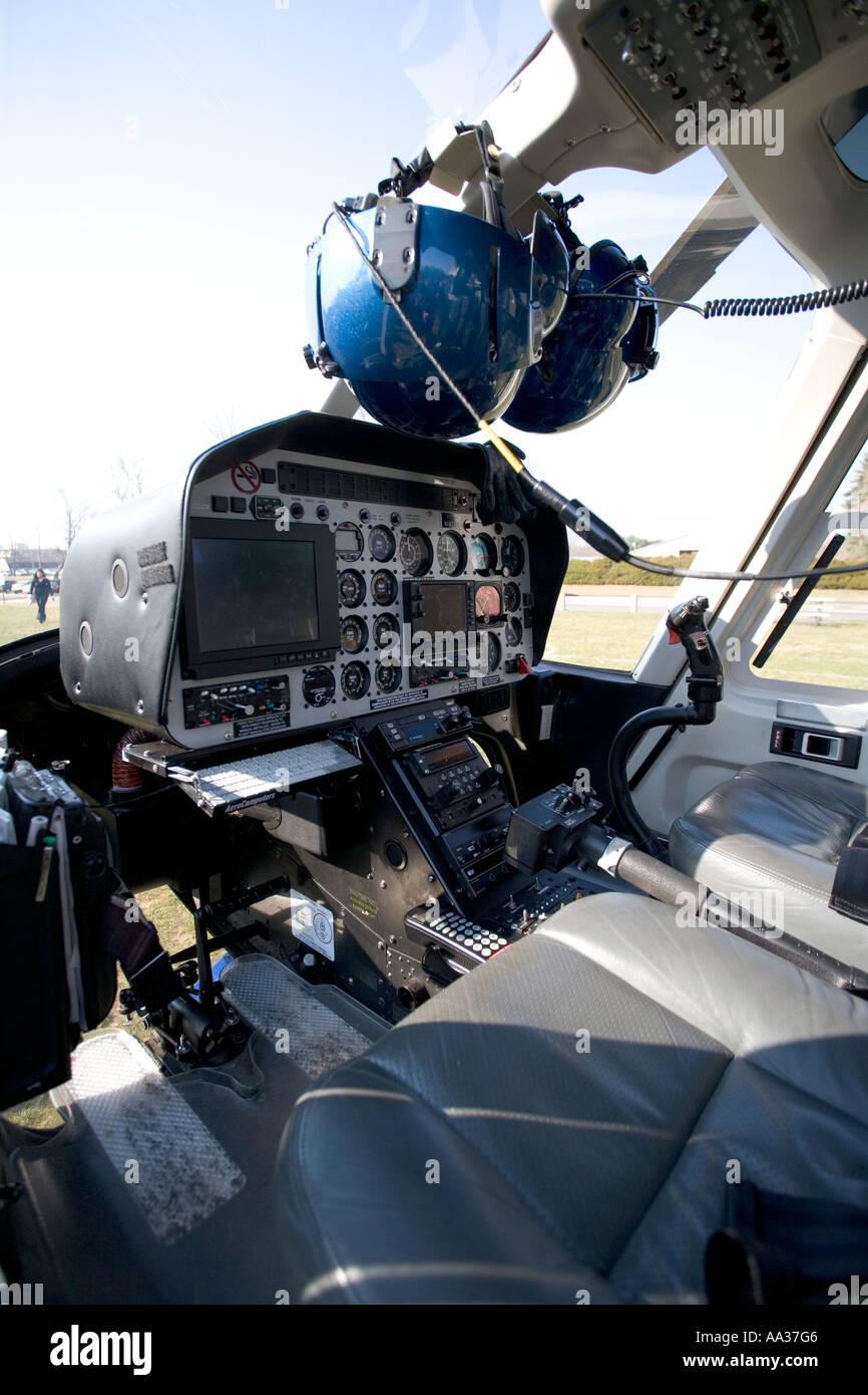 Intérieur de l\'État du Connecticut de pilotage hélicoptère de police ...
