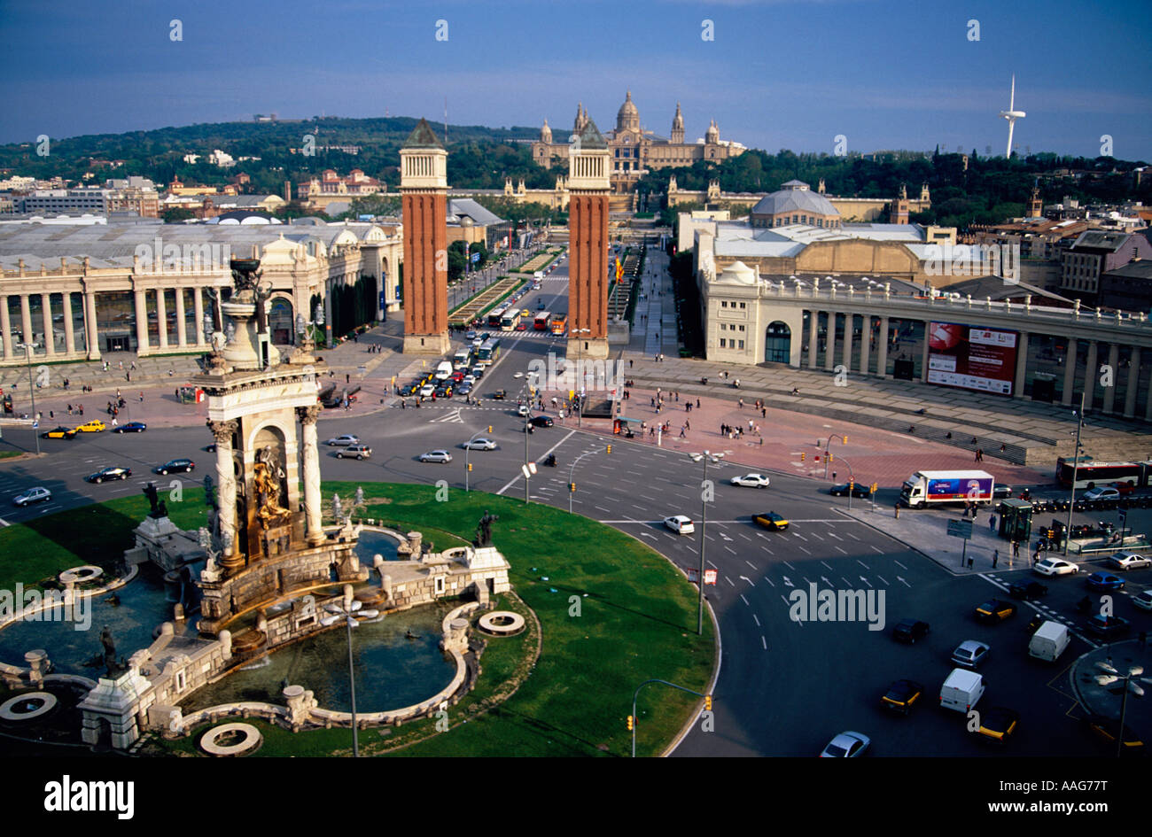 Le Campanile de Plaça d'Espanya National Palau Barcelona La Catalogne Espagne Banque D'Images