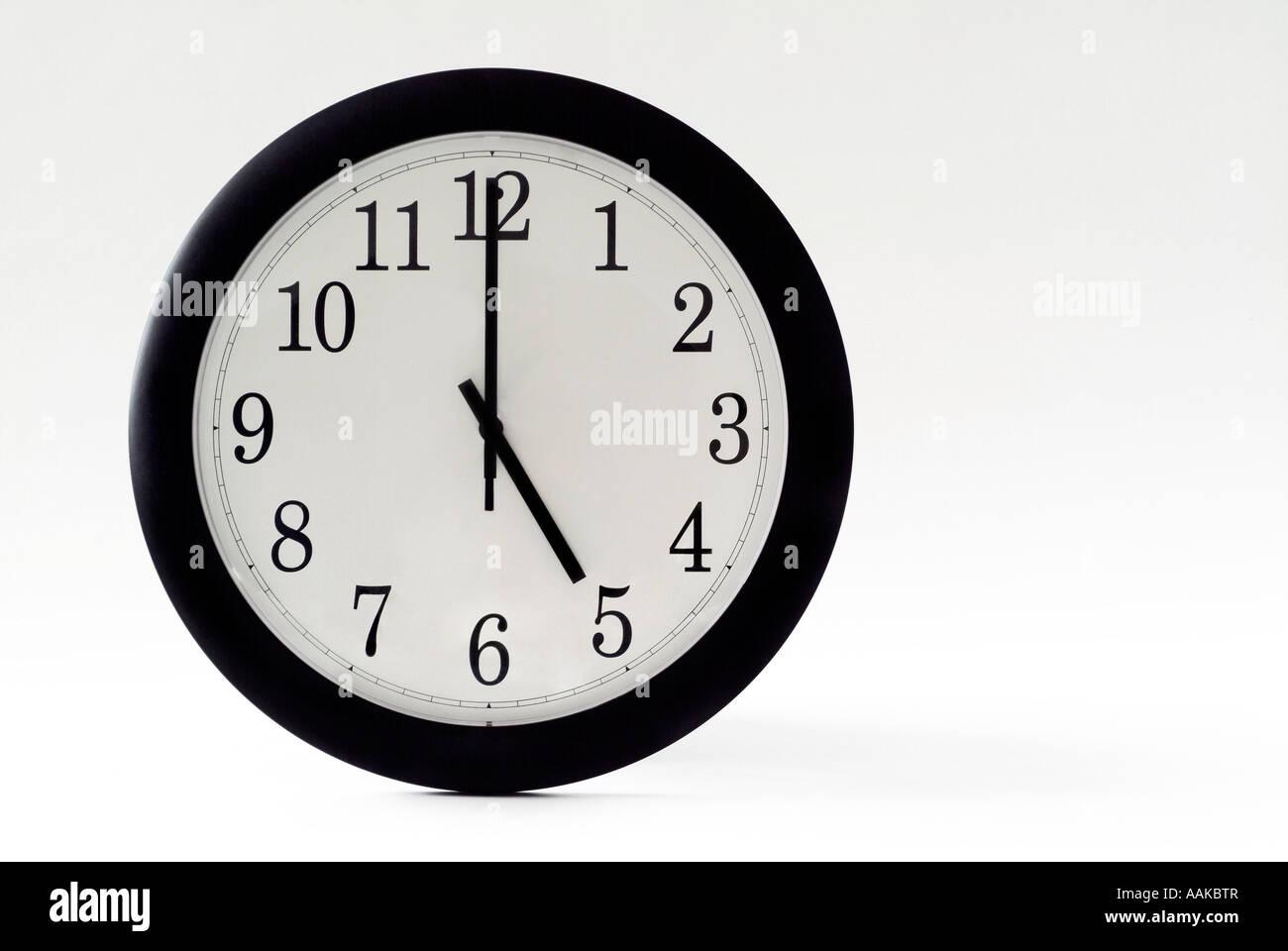 Cinq heures sur l'horloge Photo Stock