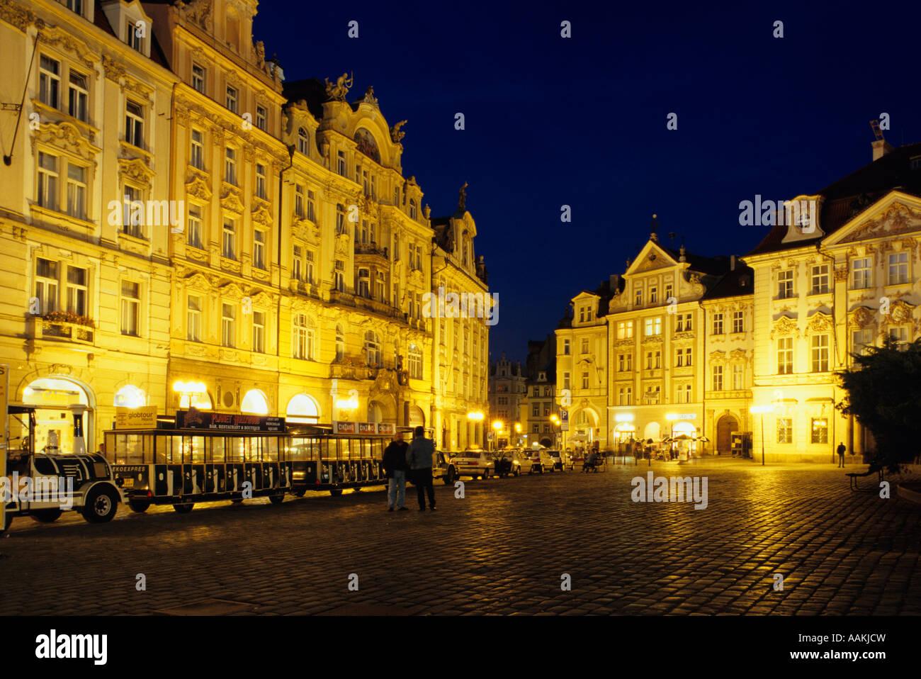République Tchèque Prague PLACE DE LA VIEILLE VILLE DE NUIT GOLZ KINSKY PALACE Photo Stock