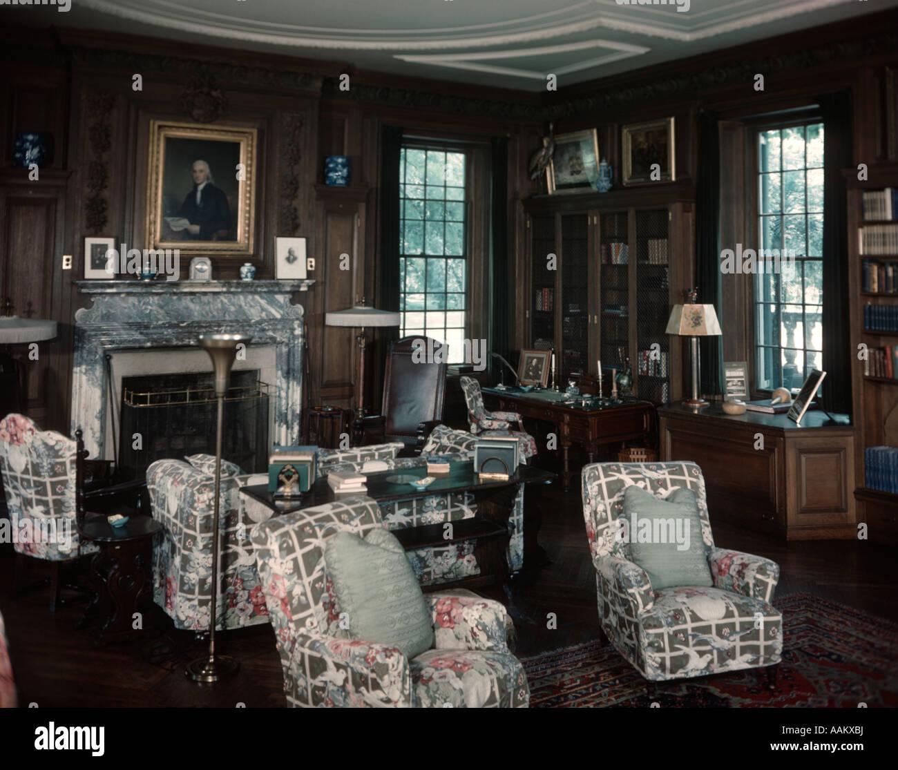 annes 1930 annes 1940 de lintrieur de salle de la bibliothque avec des fauteuils de chintz et canap devant le foyer franklin d roosevelt accueil hyde