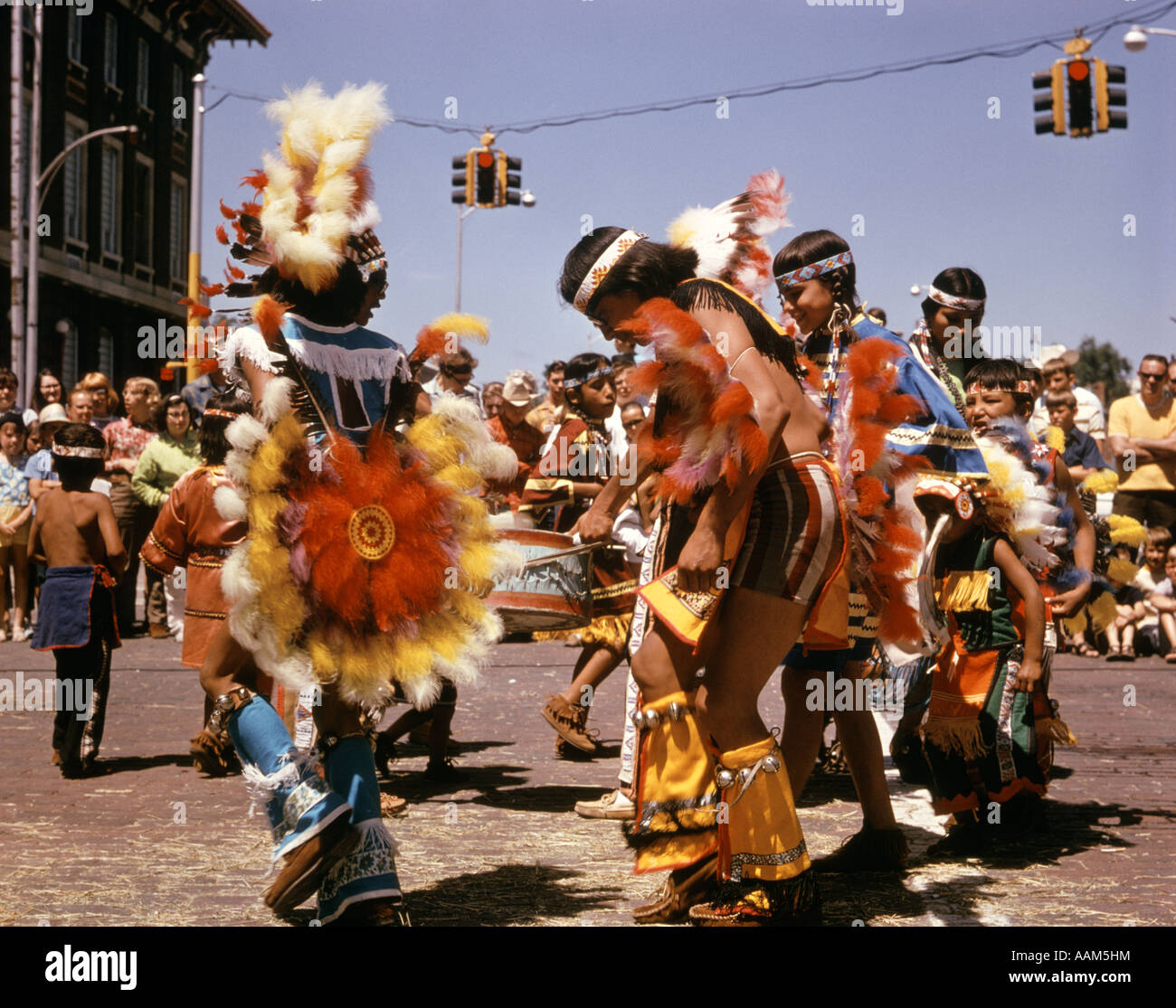 Années 70 RETRO SIOUX INDIAN TRIBAL DANCE NORTH PLATTE NEBRASKA Native American Photo Stock
