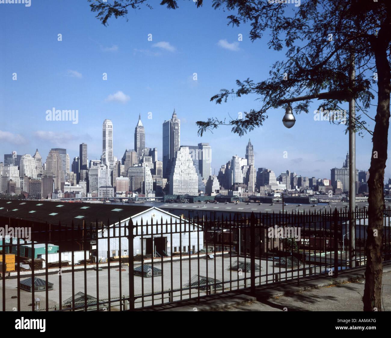 1960 1960 NEW YORK CITY MANHATTAN SKYLINE DOWNTOWN DE BROOKLYN HEIGHTS Photo Stock