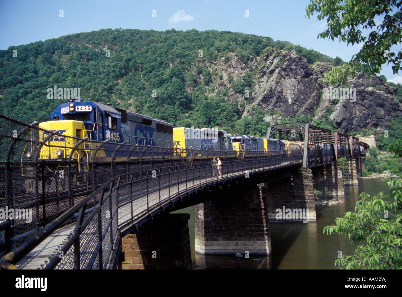 Passage À NIVEAU DU TRAIN DE CSX POTAMAC RIVER BRIDGE Harpers Ferry, WV Photo Stock