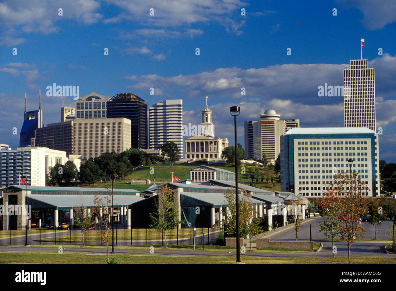 NASHVILLE TN SUR LE CENTRE-VILLE AVEC State Capitol Photo Stock