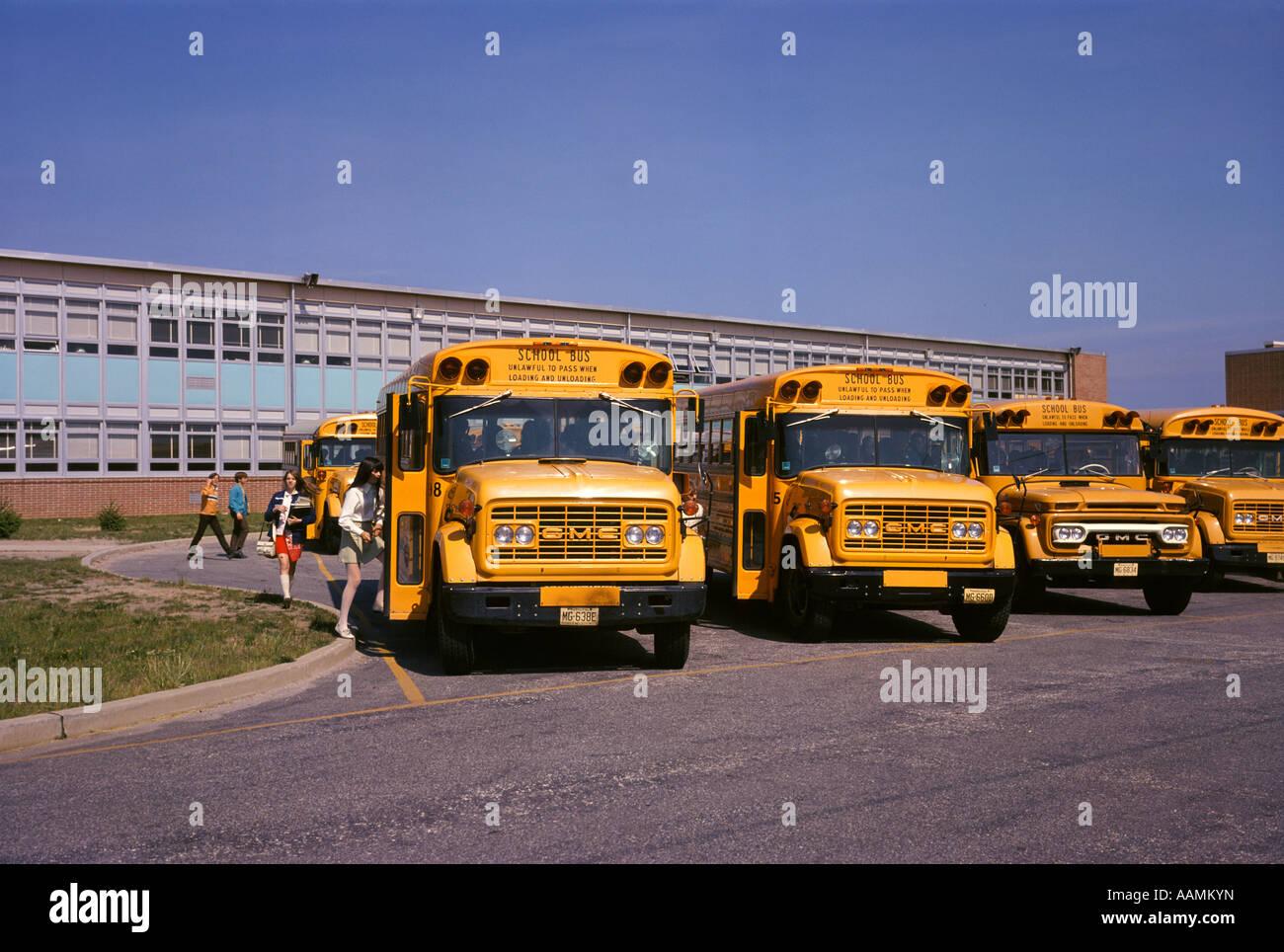 1970 SECONDAIRE BOARDING SCHOOL BUS Photo Stock