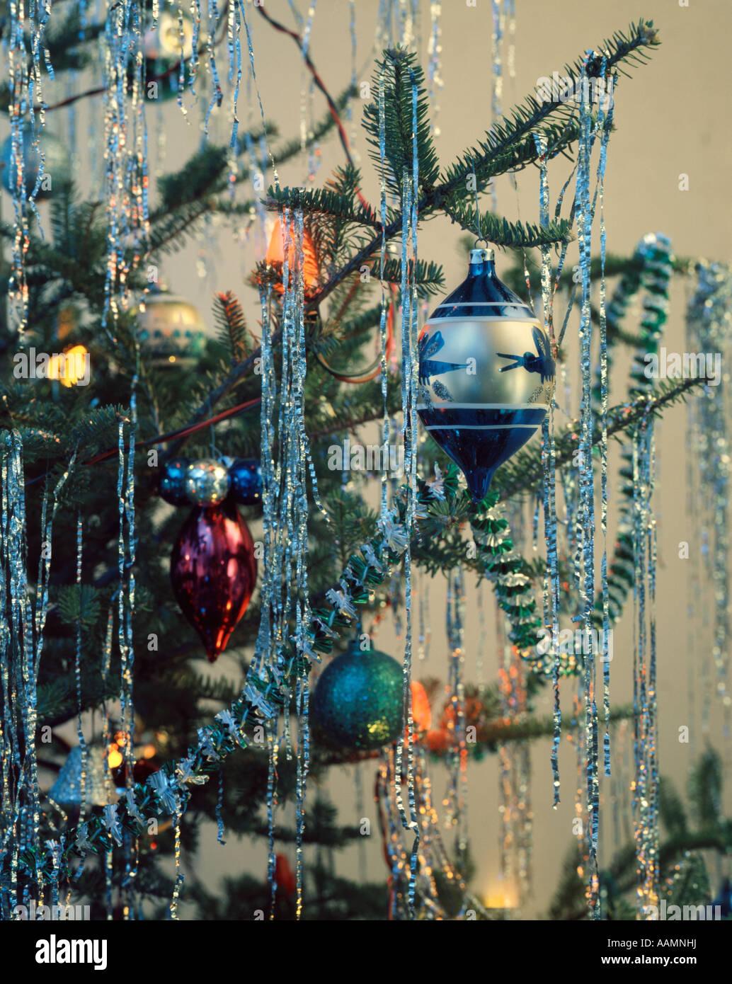 1970 1970 RETRO CHRISTMAS TREE ORNAMENT GARLAND LIGHTS Photo Stock