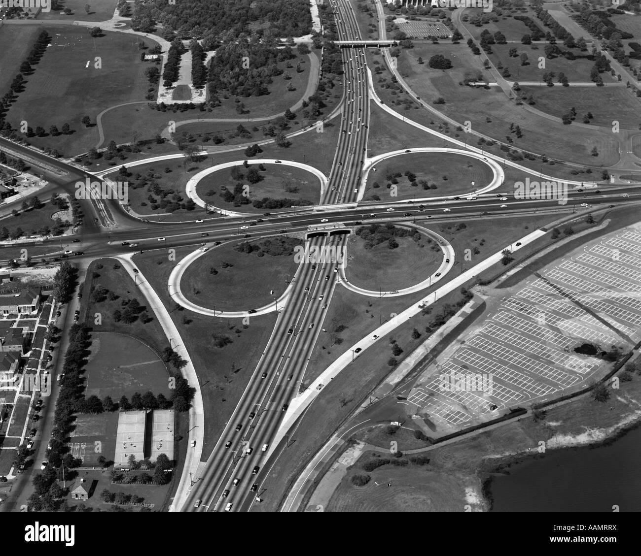 Années 1950 Années 1960 CLOVERLEAF INTERSECTION AUTOROUTE AÉRIENNE GRAND CENTRAL PARKWAY au Parc Photo Stock