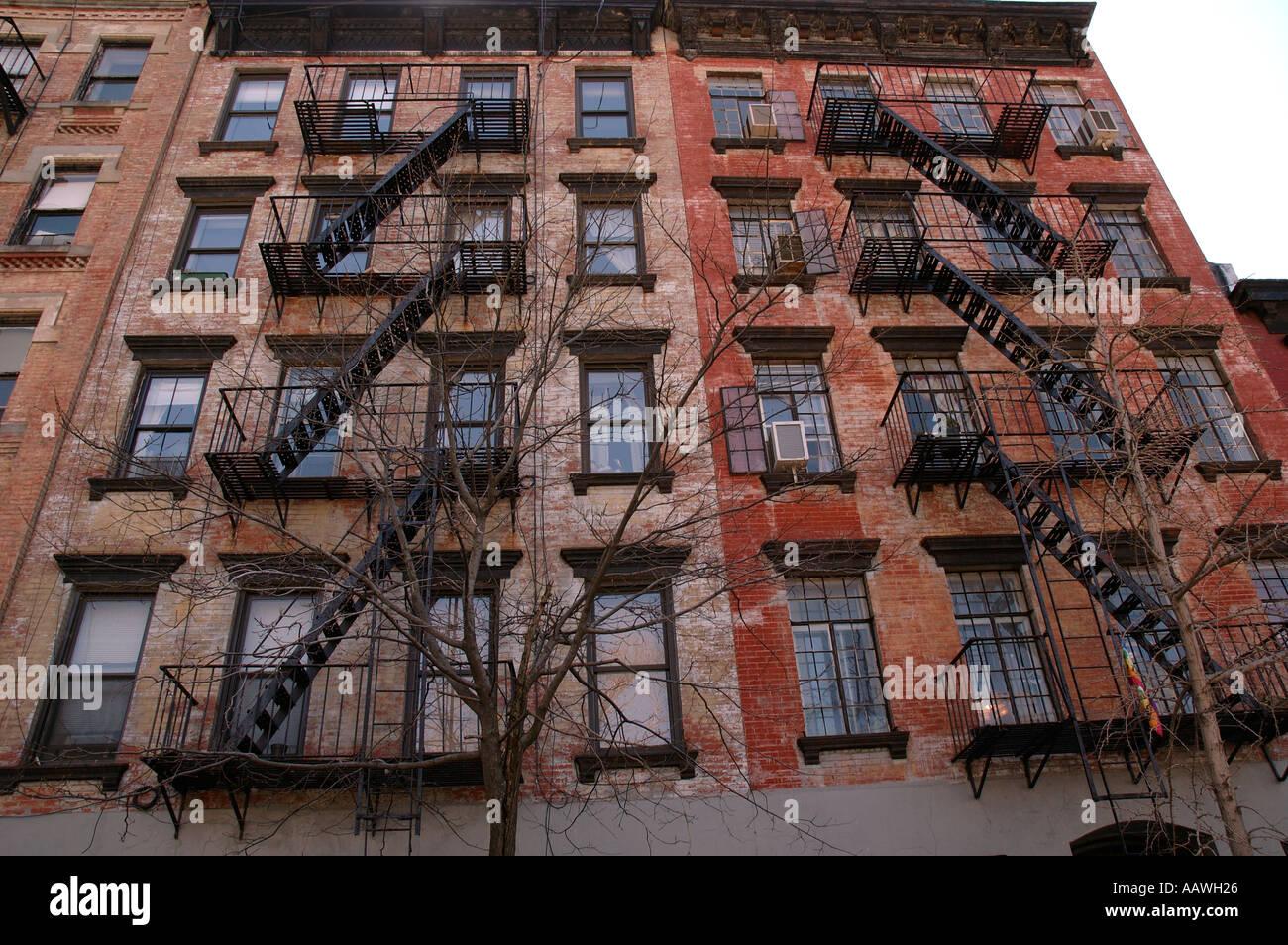 immeubles appartements de new york soho sont de manhattan avec un escalier de secours. Black Bedroom Furniture Sets. Home Design Ideas