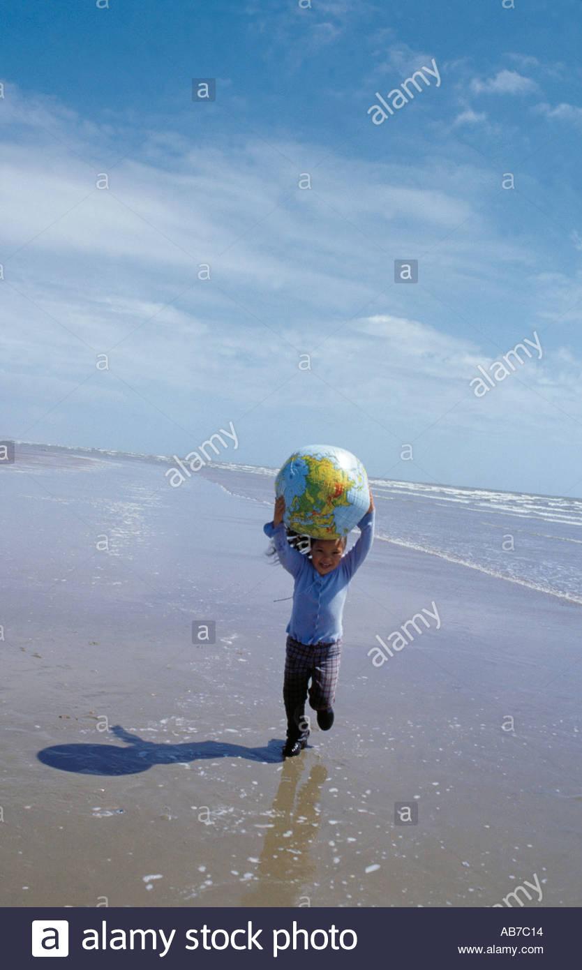 Fille avec globe Photo Stock