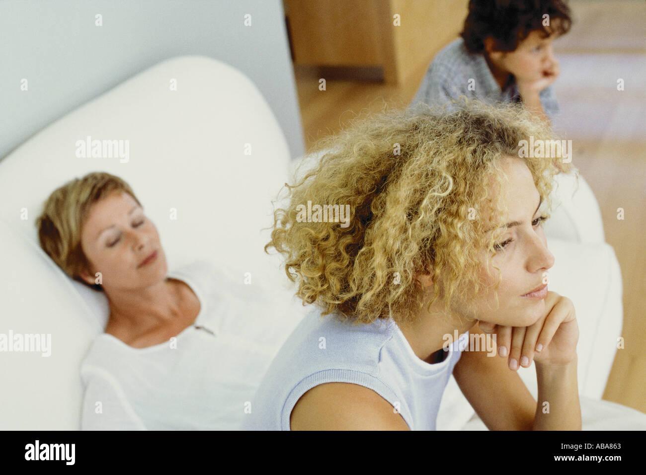 Femme avec son fils et sa belle-mère Photo Stock