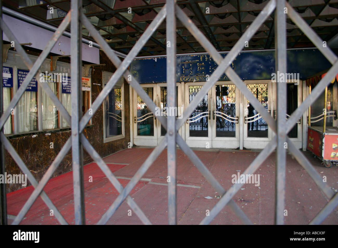 Entrée d'un long désert Cinéma Fermé Mumbai Maharashtra Inde Photo Stock