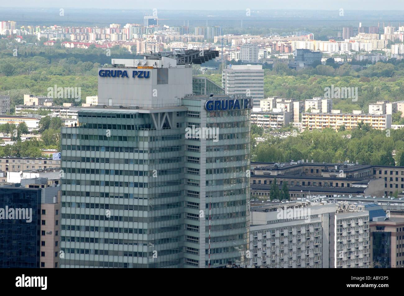 Pologne Varsovie panorama avec Groupe la compagnie d'assurance PZU polonais bâtiment Banque D'Images