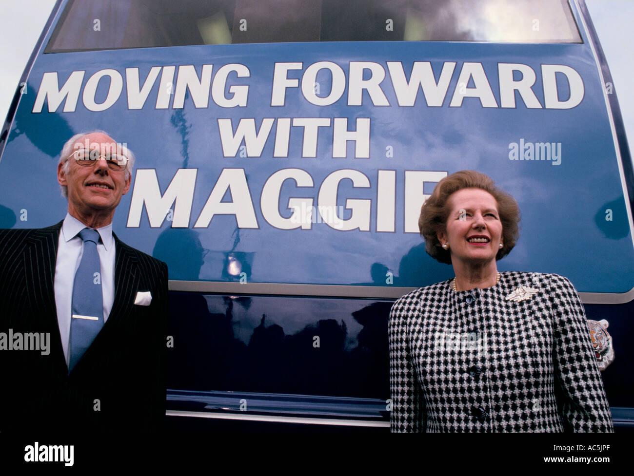MARGARET THATCHER SUR LA CAMPAGNE ÉLECTORALE EN 1987 AVEC SON MARI DENNIS 1987 Banque D'Images
