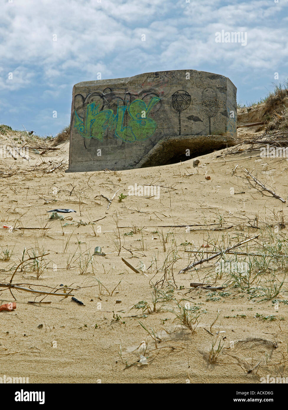 France Landes ancien bunker allemand sur les dunes de la côte de l'océan Atlantique Photo Stock