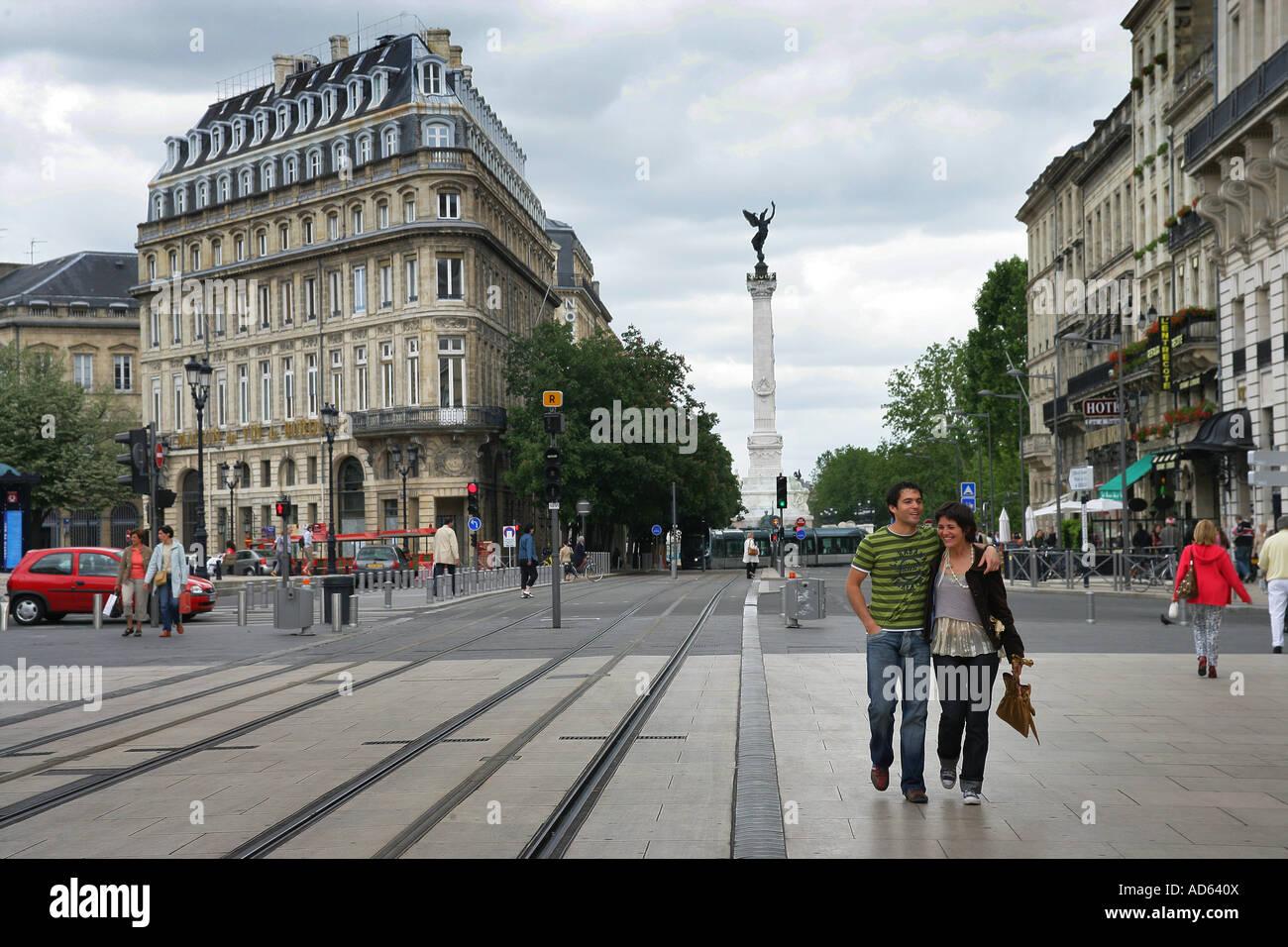 Les bâtiments haussmanniens, et la colonne monumentale, Bordeaux, comedie Place Banque D'Images