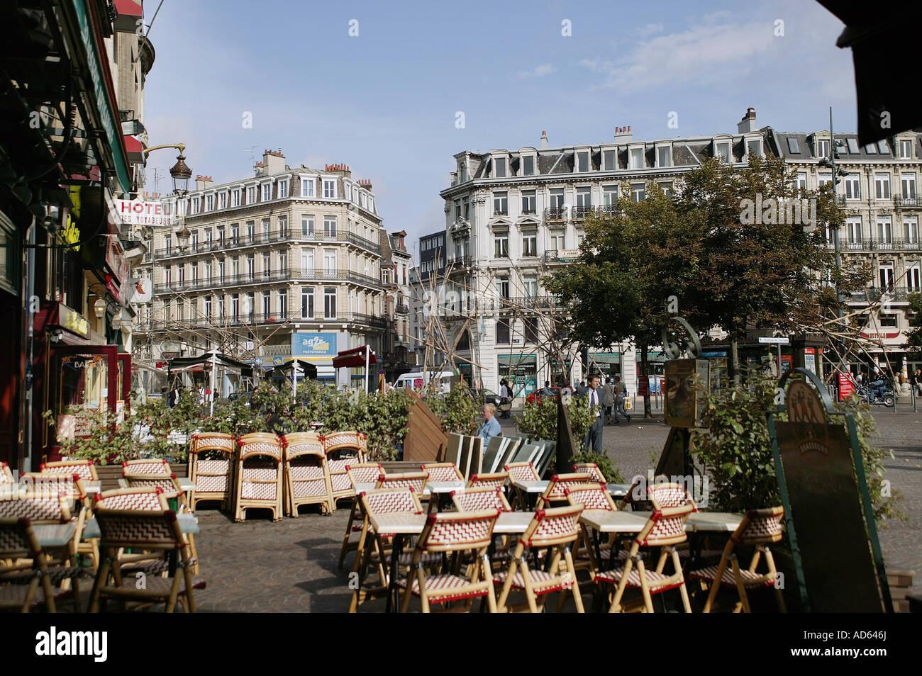 Les immeubles haussmanniens et restaurant, Lille, Place de la gare Banque D'Images