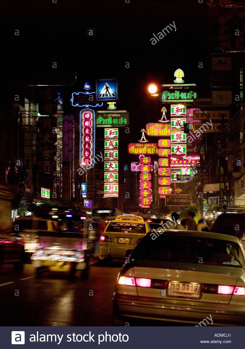 Bangkok street at night Photo Stock